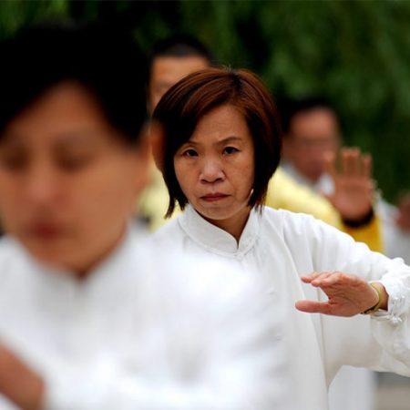donne cinesi che praticano tai chi